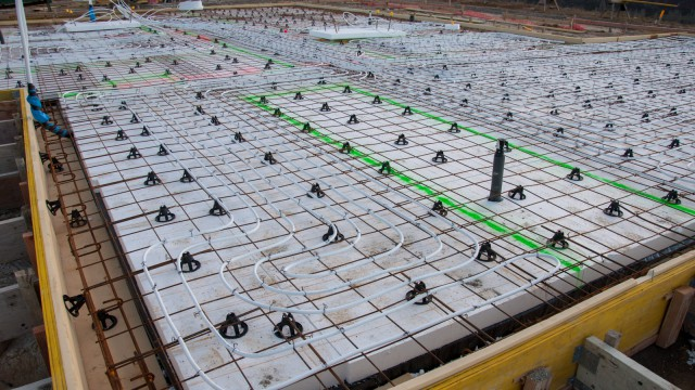 Underfloor heating pipes, not only in the kitchen