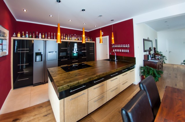 Kitchen in black glass and leather