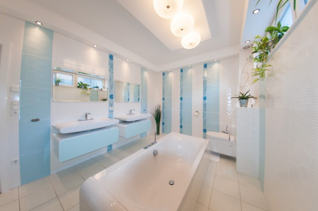 One of the 4 bathrooms