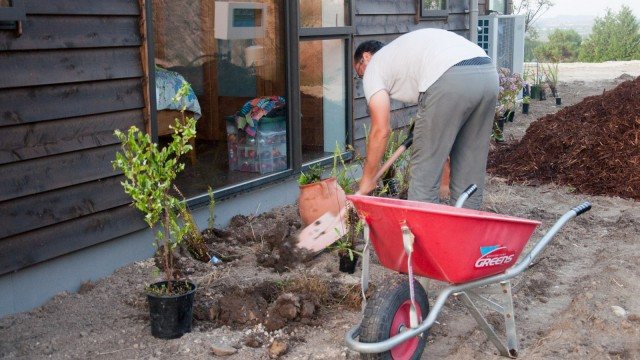 Planting and mulching in one go