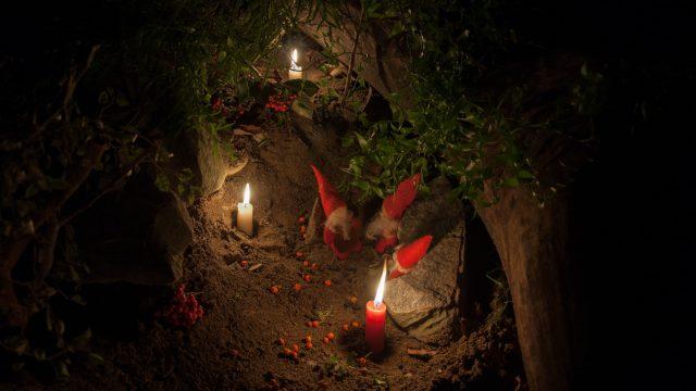 Gnomes prepared a cozy grotto to spend the cold night
